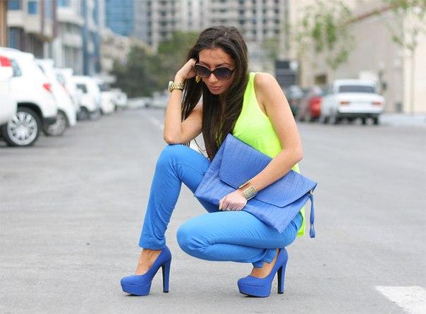 с чем носить синие туфли, фото