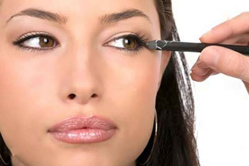 как красить глаза карандашем