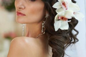 свадебные прически с живыми цветами фото 8