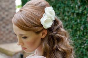 свадебные прически с живыми цветами фото 18
