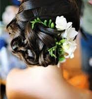 свадебные прически с живыми цветами фото 19