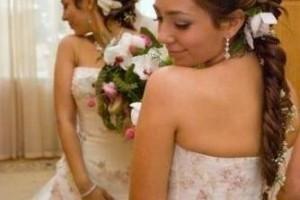 свадебные прически с живыми цветами фото 20