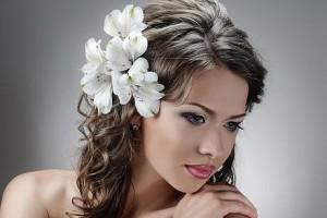 свадебные прически с живыми цветами фото 6
