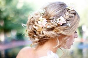 свадебные прически с живыми цветами фото 9