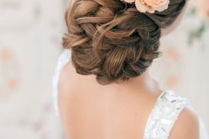 свадебные прически с живыми цветами фото 5