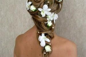 свадебные прически с живыми цветами фото 10