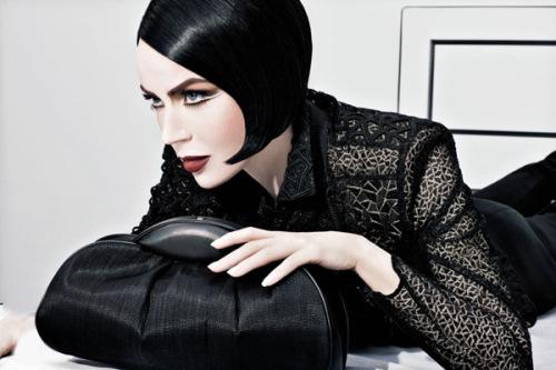 женщина в стиле вамп