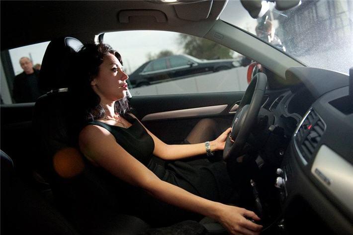 osobennosti-vybora-avtomobilya-dlya-devushek2